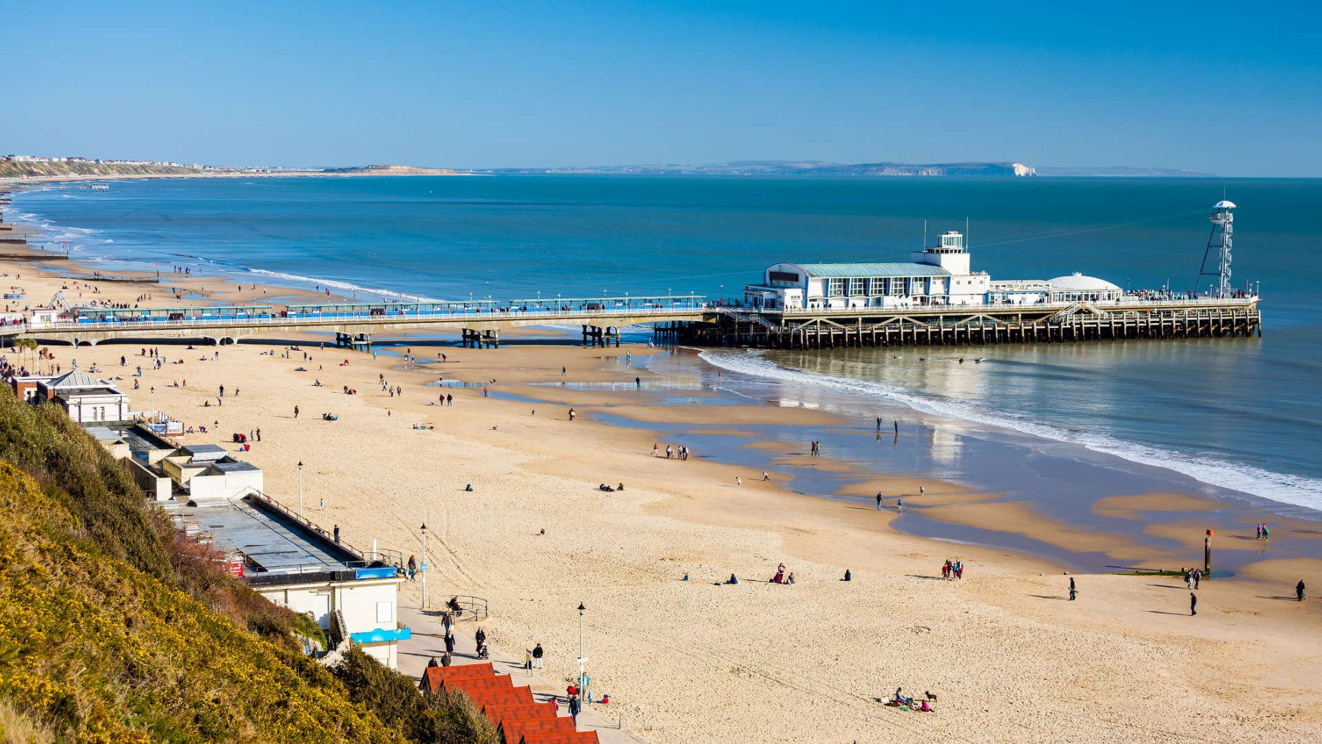 alt=Bournemouth Pier and Beach in Dorset